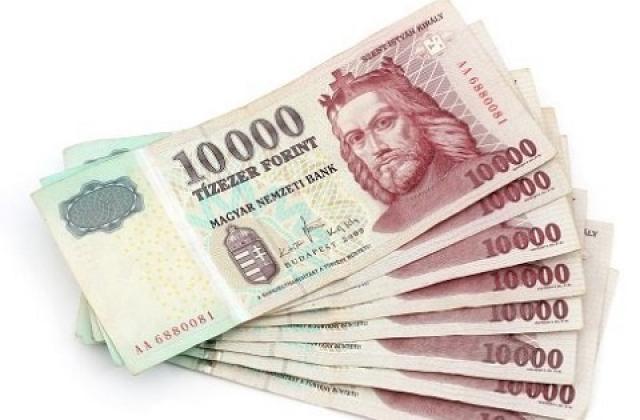 обменять старые форинты можно на новые, пример старых 10 тысячных банкнот